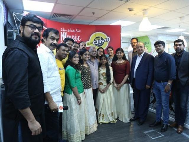 Sreekumaran Thampi and Hridayaragam Season 5 team at Radio Suno 91.7 FM Studio