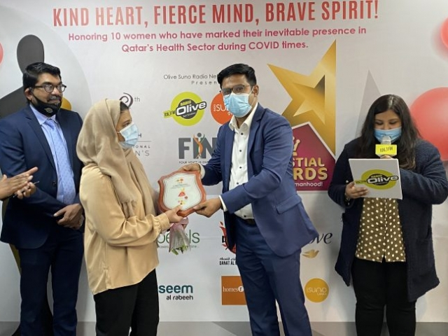 Olive Suno Managing Director Mr. Ameer Ali Handing over the momento to Dr.Sherin Rahim Thalappil