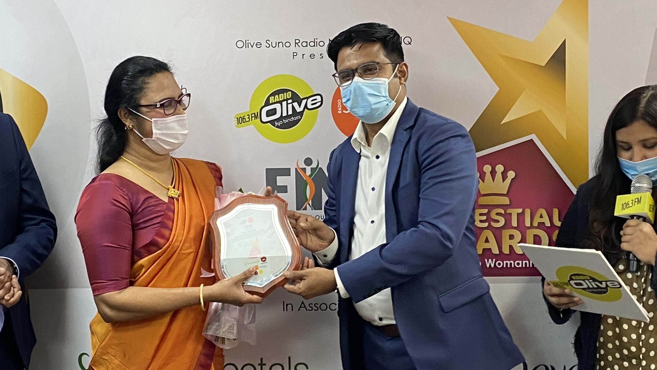Olive Suno Managing Director Mr. Ameer Ali Handing over the momento to Mini Sibi