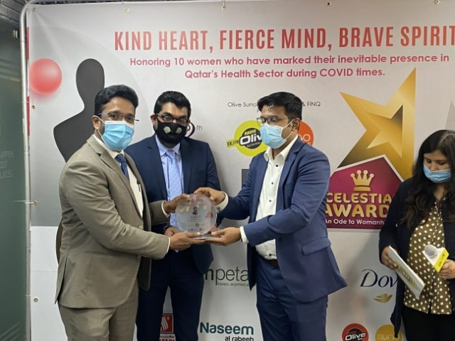 Olive Suno Managing Director Mr. Ameer Ali Handing over the momento to Finq President Mr.Bijoy Chacko